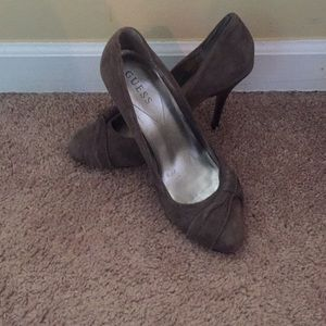 Size 9 Guess heels